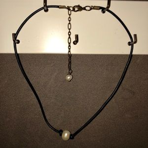 Black leather and pear choker